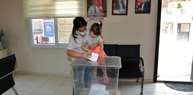 ÇİĞLİ'DE VATANDAŞ SANDIK BAŞINDA!