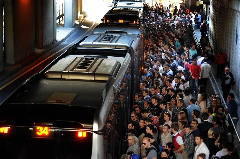 İSTANBUL'DA TOPLU ULAŞIMA ZAM