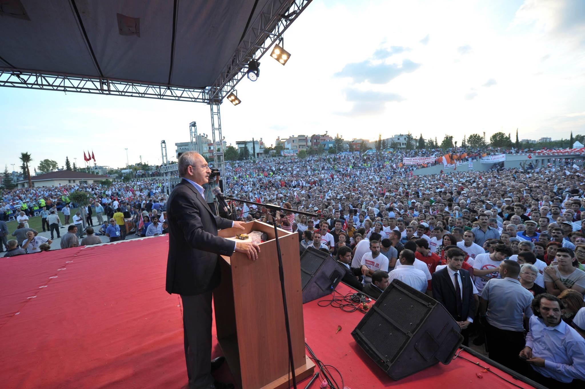 CHP'DEN CUMHURİYET VE DEMOKRASİ MİTİNGİ
