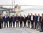 CHP'Lİ BAŞKANLAR REİNA'NIN ÖNÜNDE